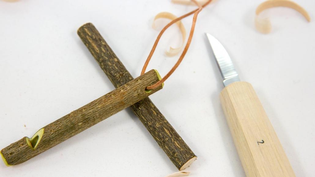 Výroba signálnej píšťalky z liesky